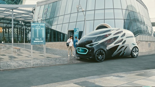 Mercedes-Benz Vision URBANETIC на улицах города